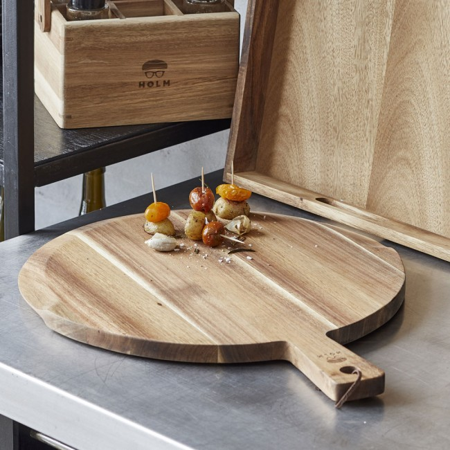 Claus Holm serving board