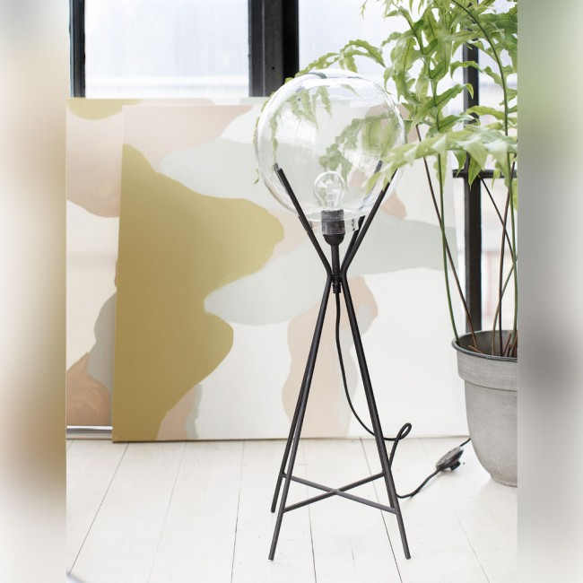 A Simple Mess Knold Lamp