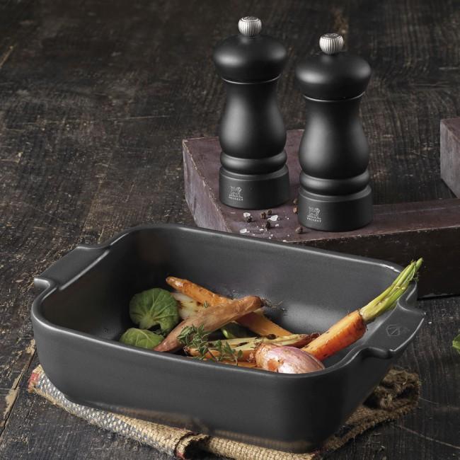 Peugeot Appolia dish & Clermont salt- and pepper grinder set
