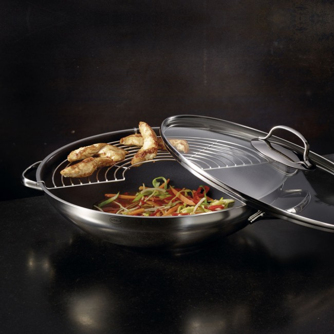 Rösle style non stick wok with glass lid and grate.