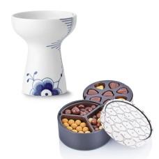 Royal Copenhagen Blå Mega Riflet vase og chokolade