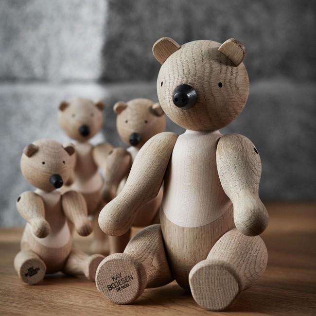 Kay Bojesen mellem bjørn i eg/ahorn