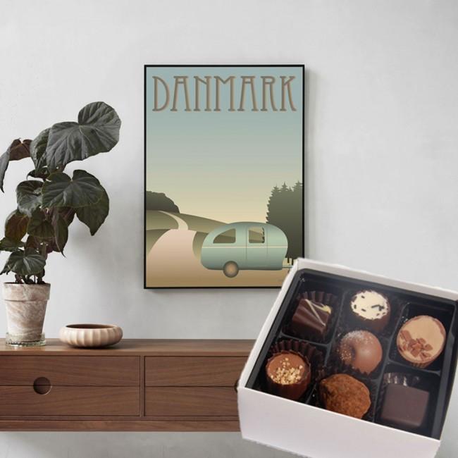 Visse Vasse poster and chocolates
