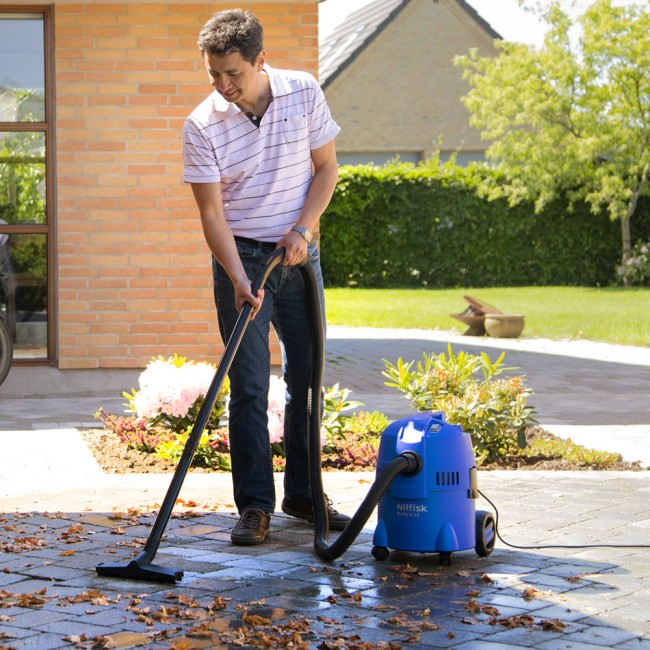 Nilfisk Buddy II 12 vacuum cleaner